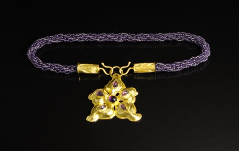 "data-caption-desc="" DETAIL: NECKLACE CAN BE WORN WITHOUT THE FLOWER FOR ANOTHER LOOK"""